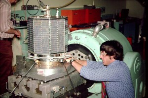 Jan King, W3GEY, prepares AMSAT-OSCAR 7 for a vibration test.